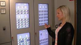 Följ med Caroline in i maskinrumssimulatorn