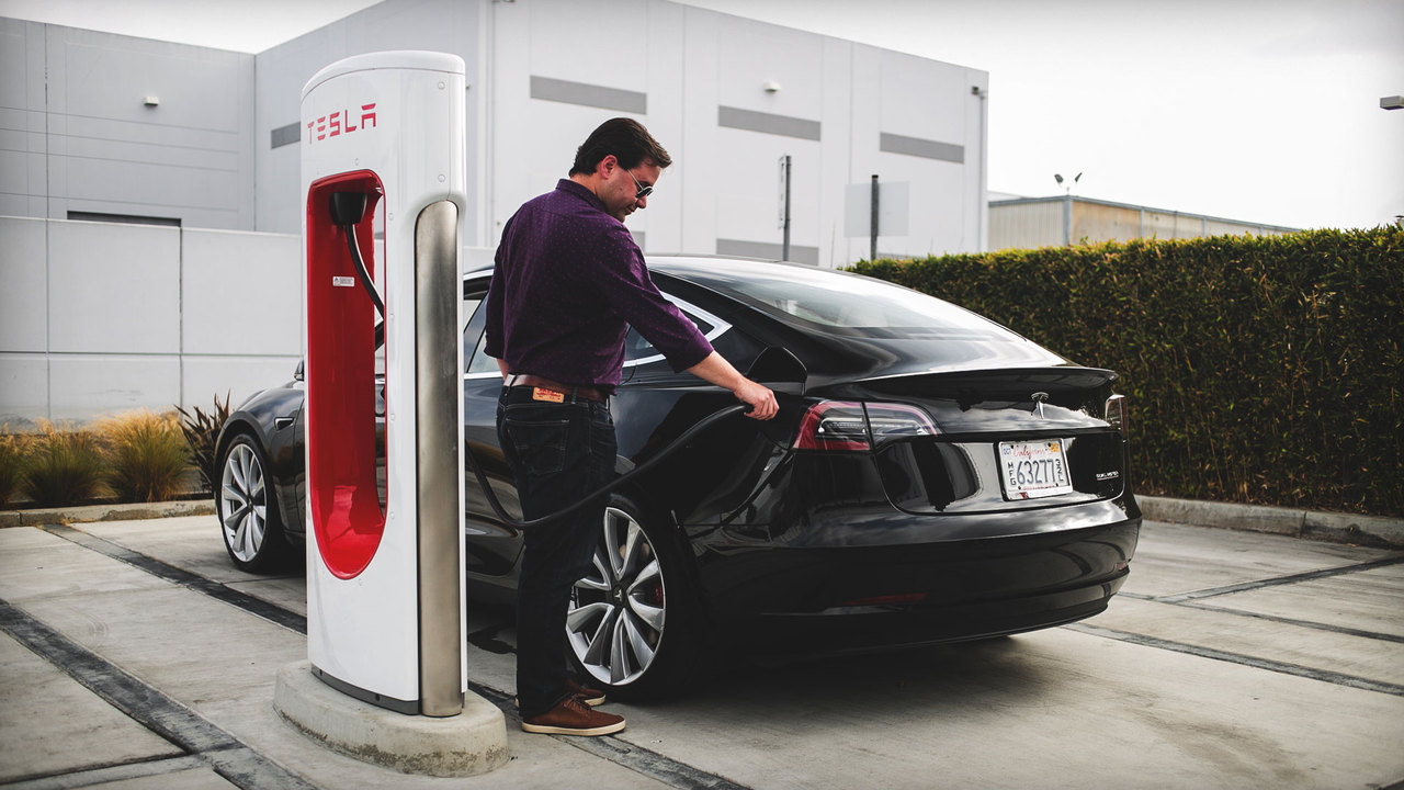 Watch This! Charging a Tesla Model 3 to 90 Percent in 37 Minutes With the V3 Supercharger