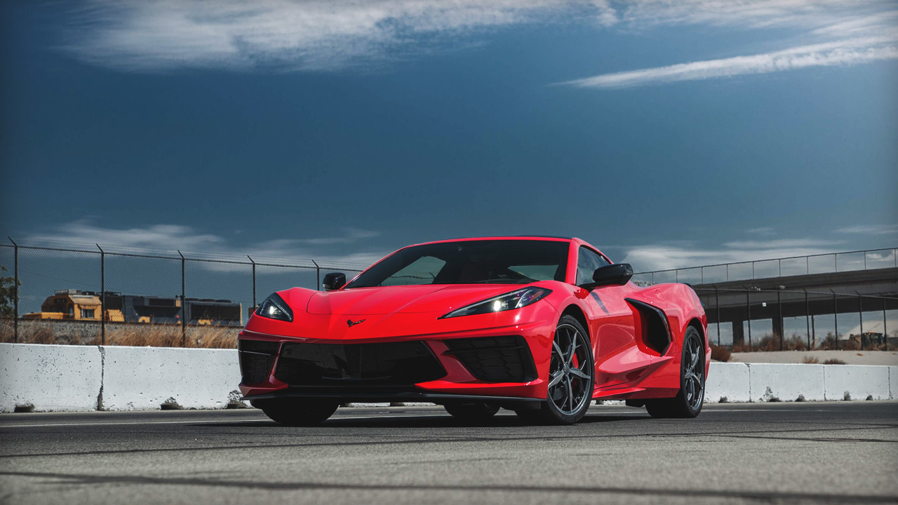 2020 Chevy Corvette C8 Start-Up and Rev