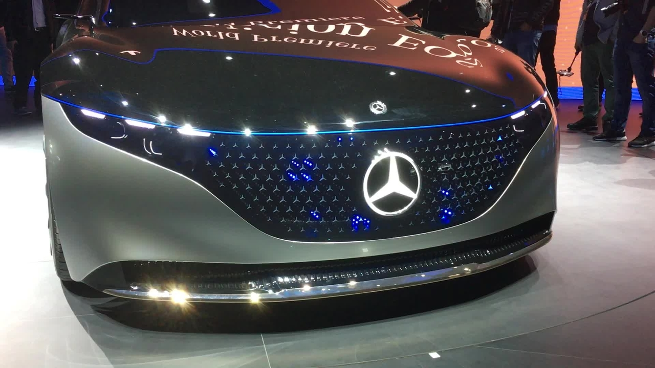 Mercedes-Benz Vision EQS Concept Shows Off Awesome Illuminating Grille