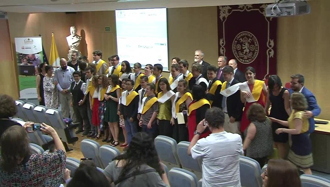 Acto de entrega de becas a la V Promoción de alumnos del Programa DEMOS