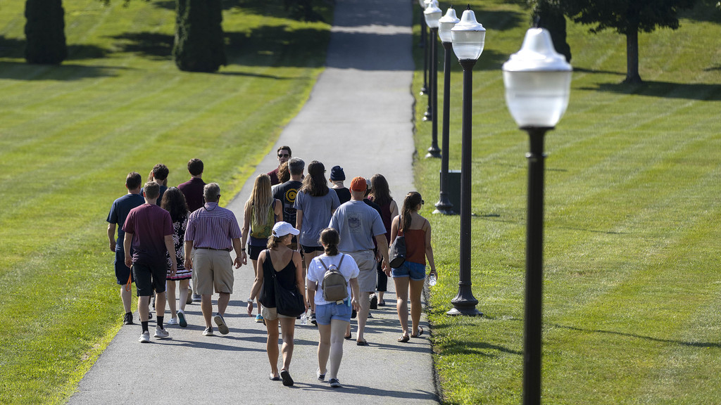 Hokie Ambassadors add personal touch to campus tours