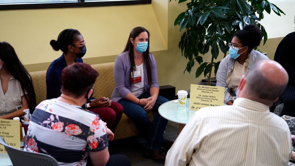 Mentor day creates network of support for current veterinary medicine students