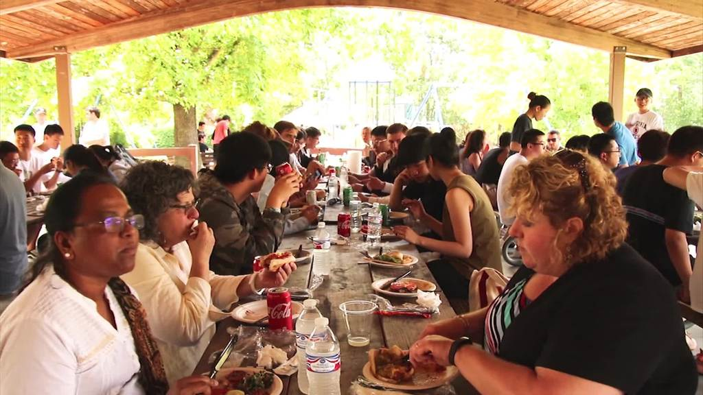 Picnic gives international students a taste of American culture