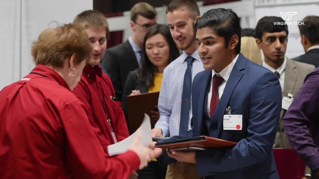 Engineering students attend career fair to find internships, jobs