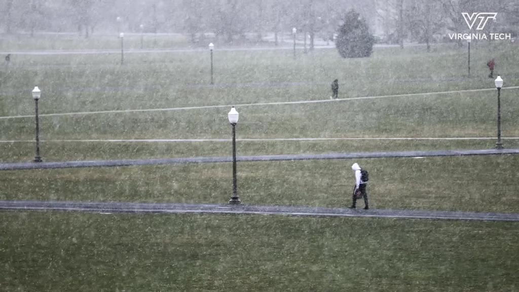 Snow shower graces Blacksburg campus