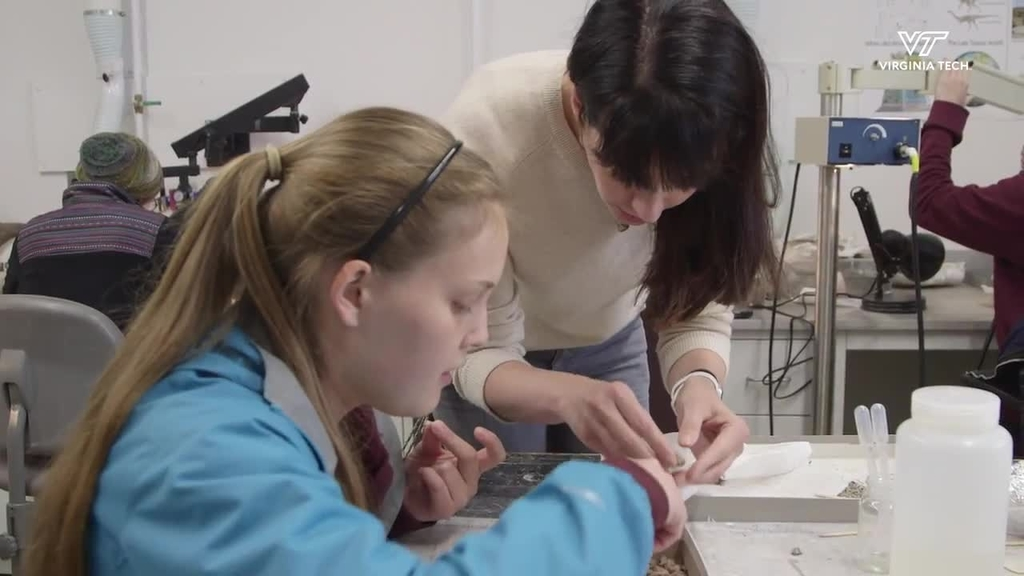 Virginia Tech students uncover fossils, prepare for study
