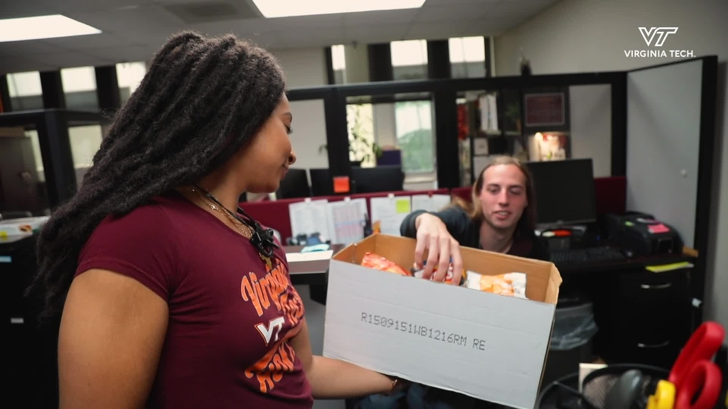 Pamplin students hand out treats to faculty, staff to commemorate InclusiveVT week