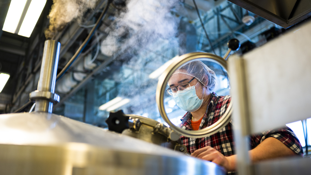 Brewing Class Offers Hands On Experience While Adapting To COVID 19 Protocols